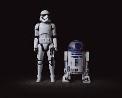 R2D2 avec un soldat de l'empire